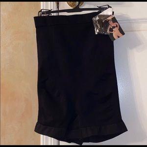 Black Seamless Hi-Waist Boyshort Size M/L